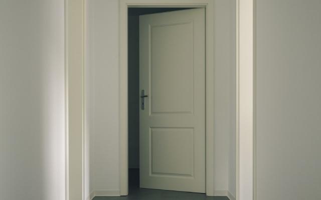 conoce cuanto tipos de puertas correderas hay y sus características